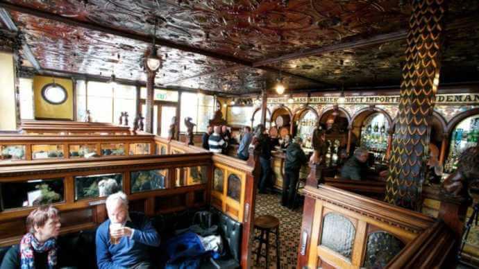 the crown liquer saloon