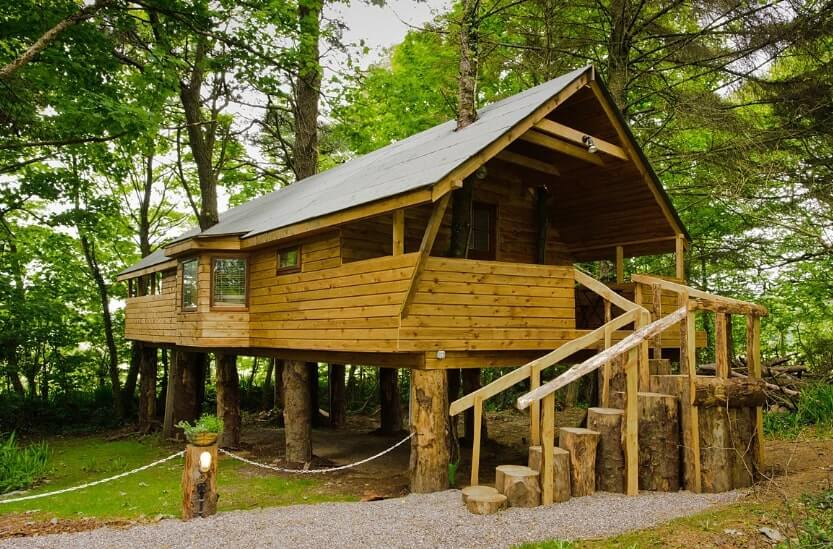 west cork treehouse from the outside