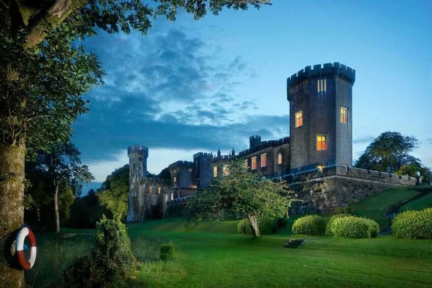 Lough Cutra Castle spend a night