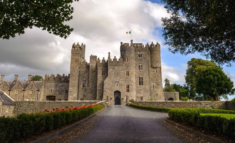castle hotels in ireland near dublin