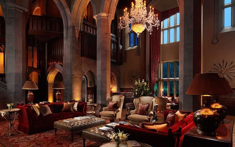 adore manor hotel
