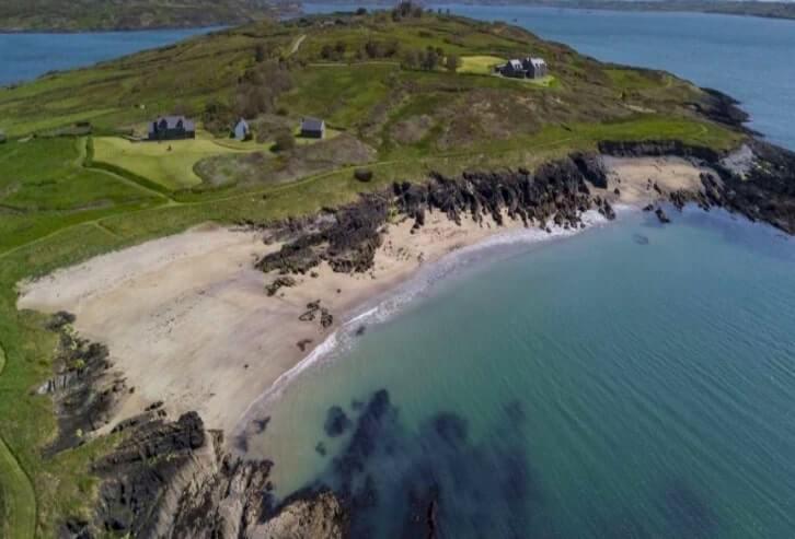 beach on horse Isla d