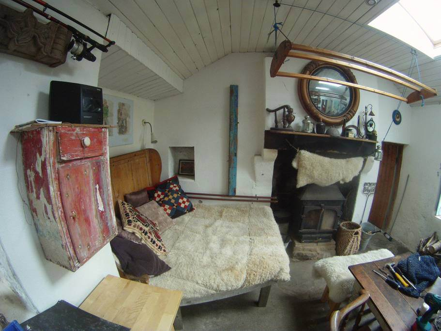 off grid donegal airbnb room