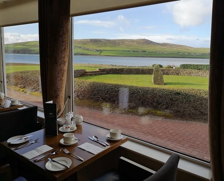 breakfast view at the dingle skellig