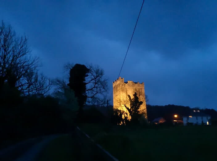 tubbrid castle at night
