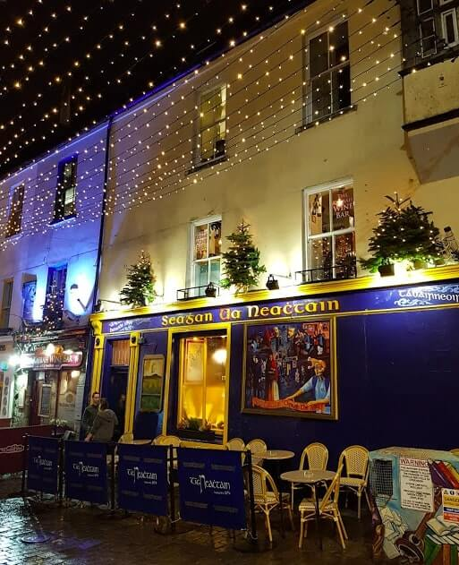 Galway in December outside Tig Neachtains