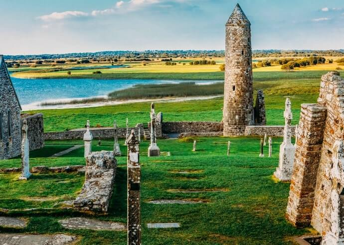 clonmacnoise round tower