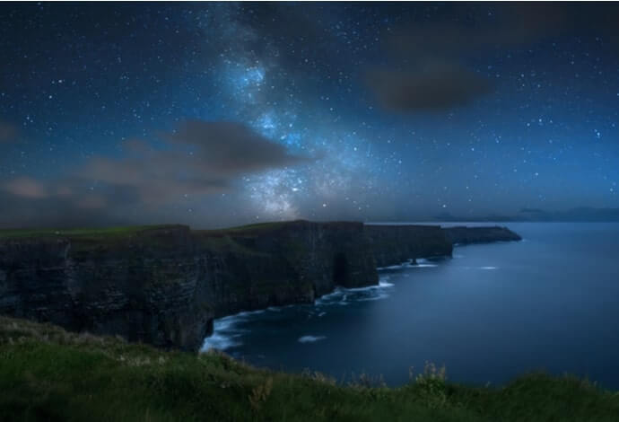 cliffs of moher at night