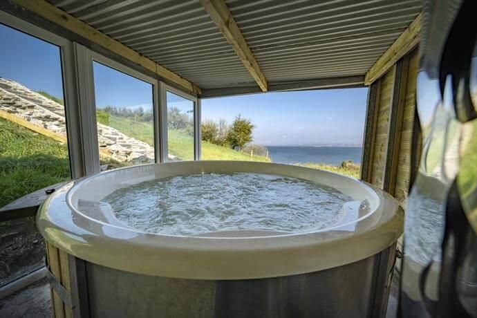 Rincolisky Castle airbnb hot tub
