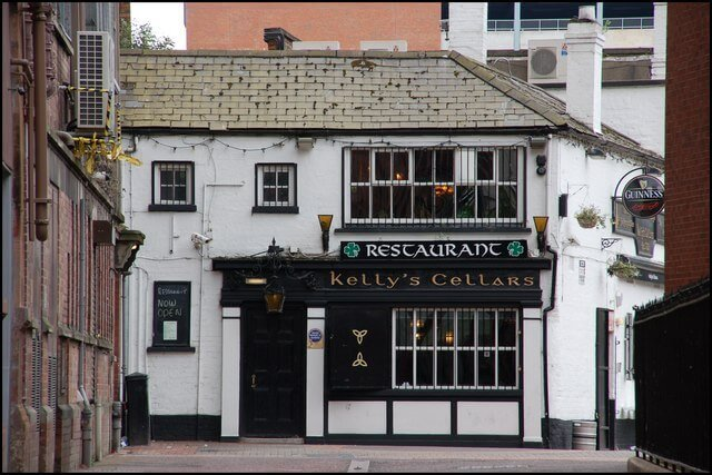 one of the oldest pubs in belfast