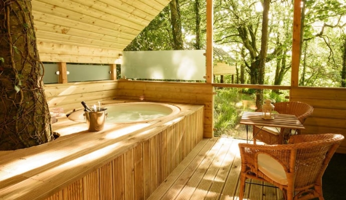 Photo of the outdoor hot tub