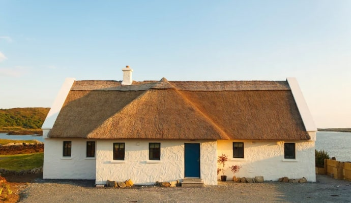 Photo of the front of the BaySide Cottage Airbnb