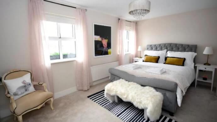 pink door Westport
