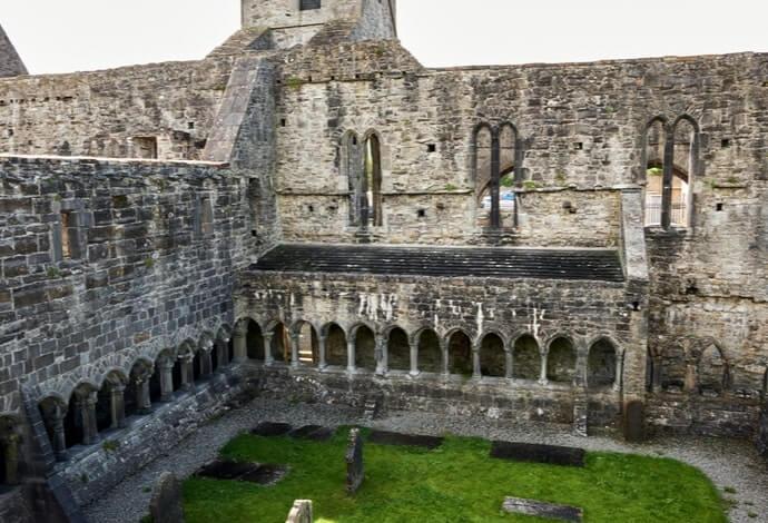 inside Sligo abbey